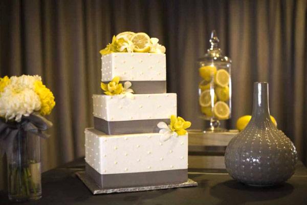 cake display spring wedding