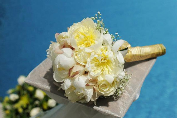 wedding flowers in pool