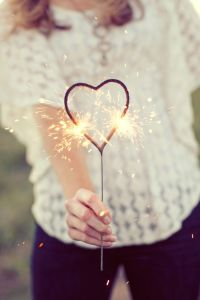romantic-wedding-inspiration-heart-sparklers