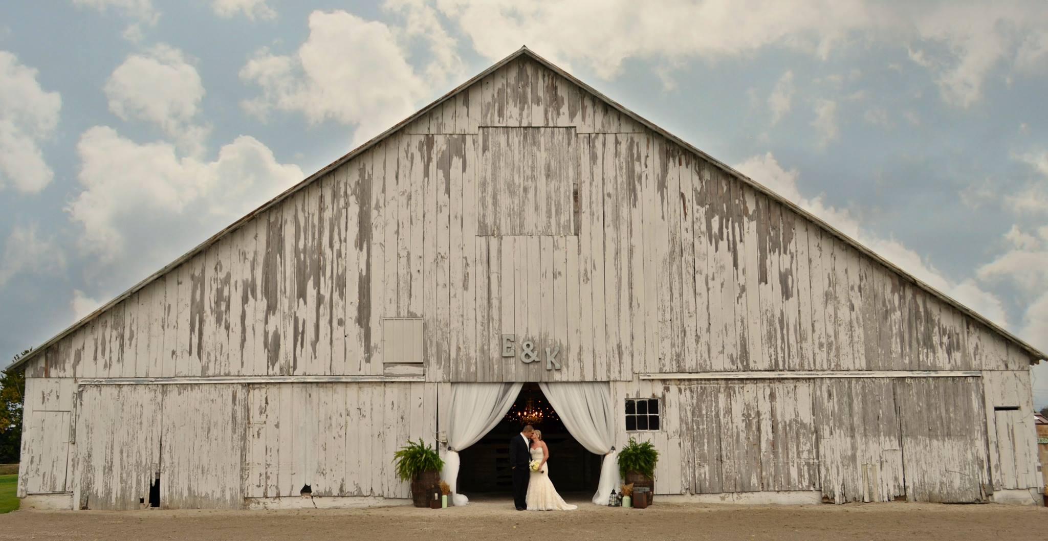 5 Reasons You'll Want to Have a Rustic Barn Wedding ...