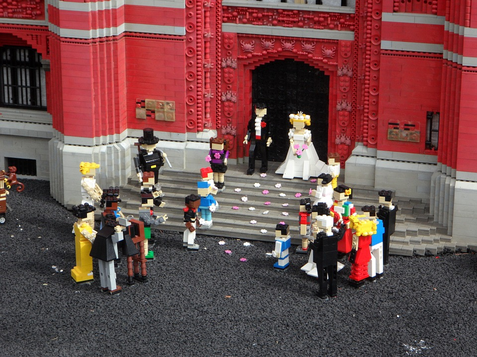 Lego figures getting married