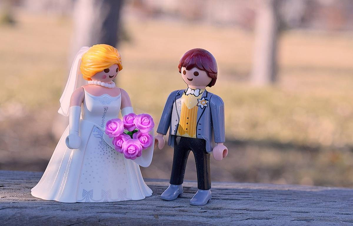 Playmobile figure wedding topper