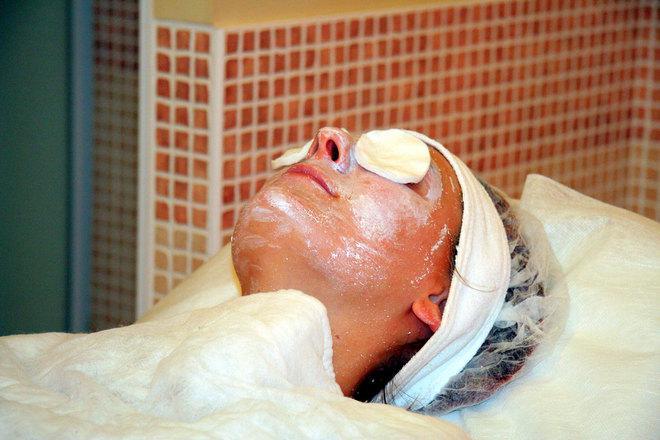 woman-getting-professional-face-scrub