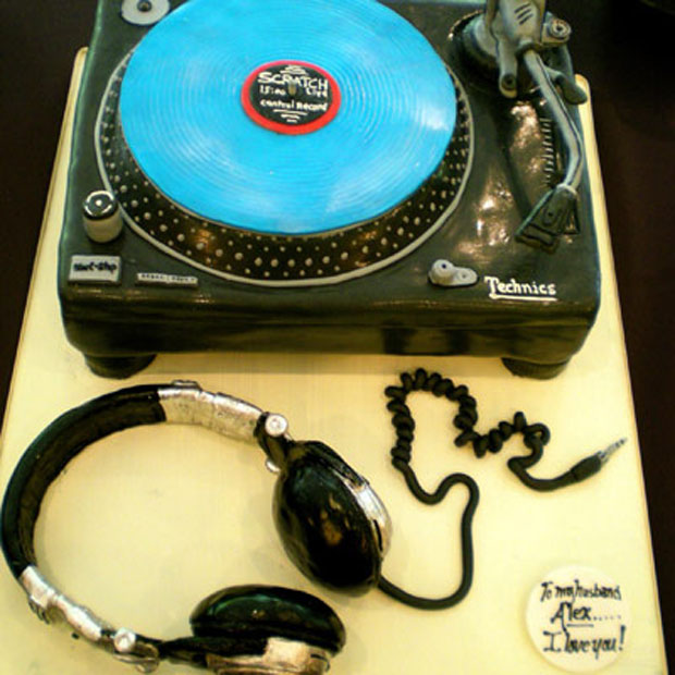 technics turntables grooms cake